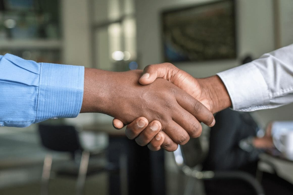 two_people_shaking_hands_photo_-_free_hand_image_on_unsplash